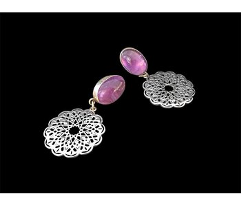 CABOCHON EARRING WITH GEOMETRIC ROUND PENDANT