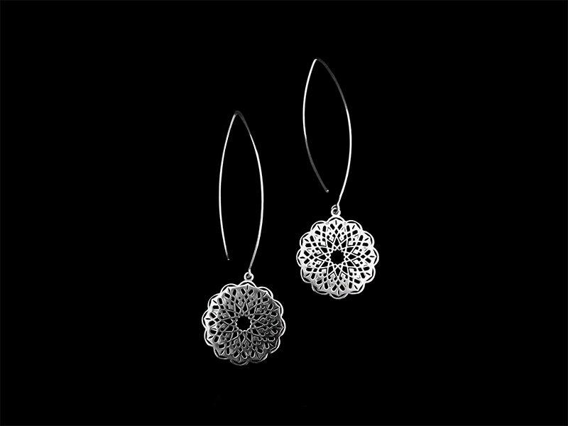 OVAL HOOK EARRINGS WITH ROUND GEOMETRIC MOTIF SILVER