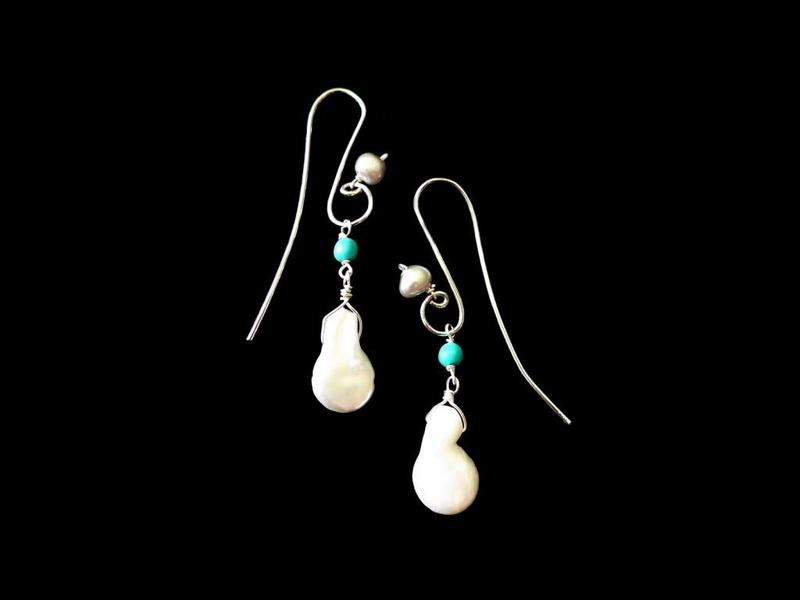 S CURVE EARRINGS WITH BAROQUE PEARL AND 2 STONES