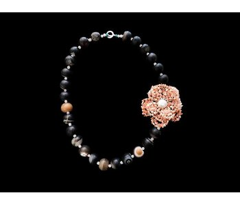 GEMSTONE NECKLACE WITH CORAL FLOWER