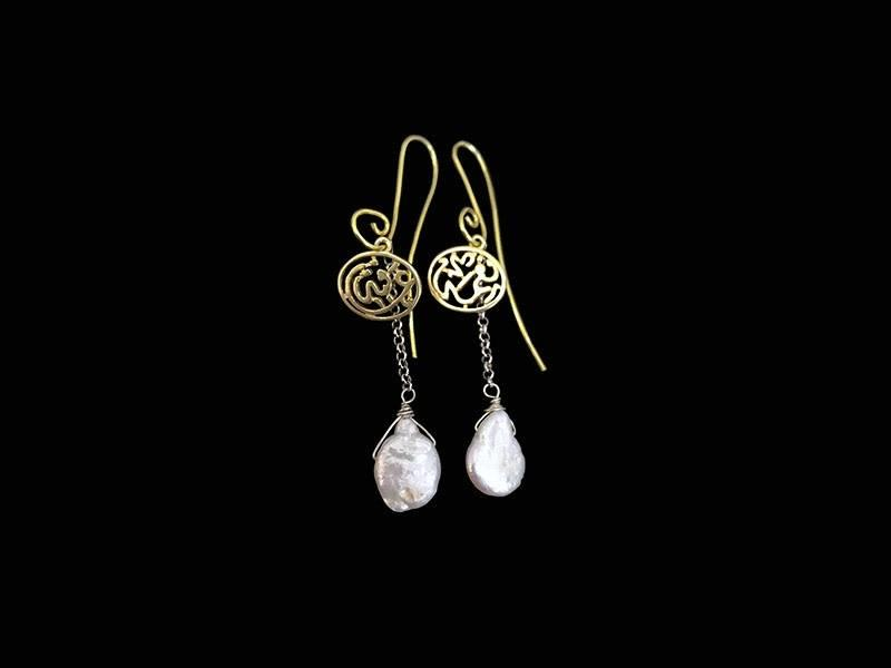 S CURVE GP EARRINGS WITH NIMA AND PEARL