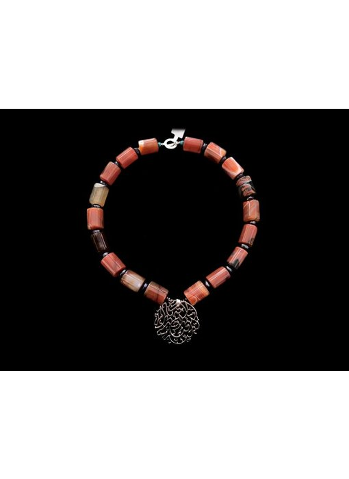 MOTHERHOOD NECKLACE WITH LARGE CYLINDRICAL STONES
