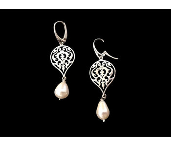 SMALL ARABESQUE SILVER ERG WITH DROP PEARL