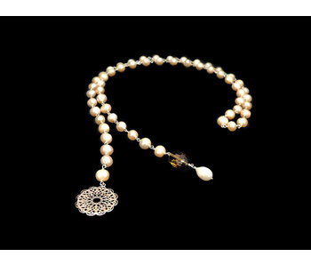 PEARL TIE NECKLACE WITH GEOMETRIC CIRCLE AND GEMSTONE