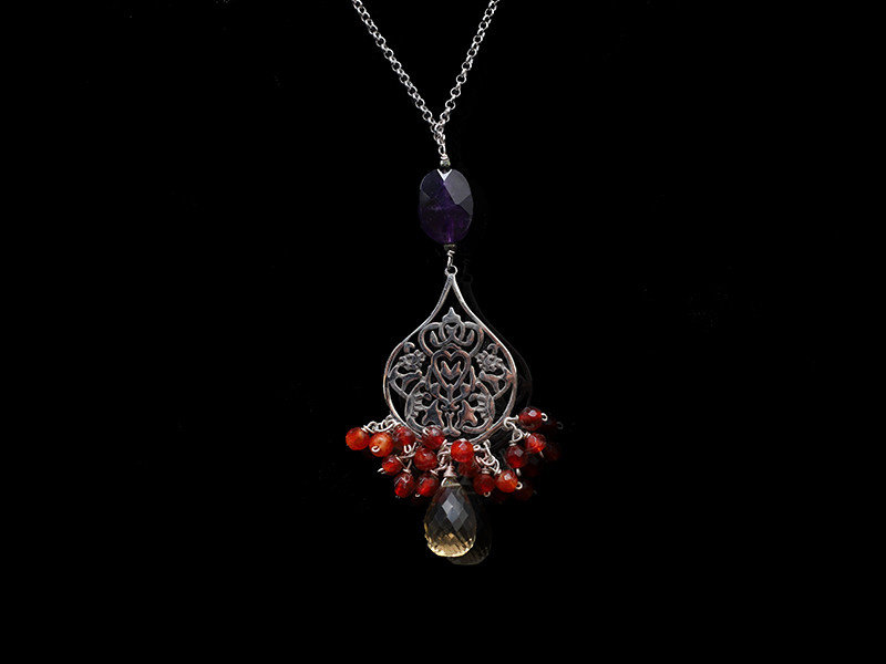 CHAIN NECKLACE, LARGE ARABESQUE AND GEMSTONES