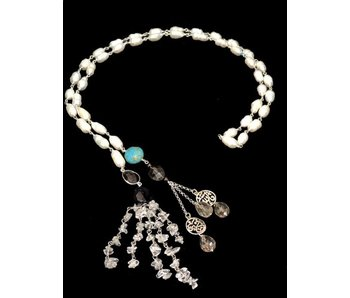 PEARL TIE NECKLACE WITH TASSELS AND CALLIGRAPHY ENDINGS