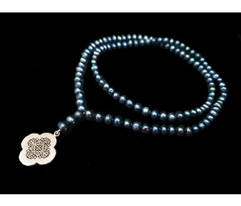 LONG GREY PEARL NECKLACE WITH CLOVER