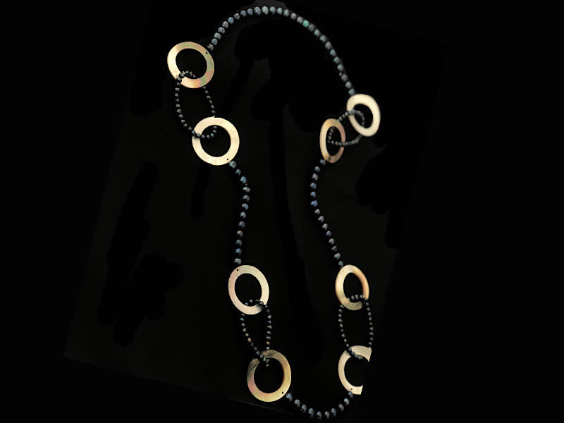 NECKLACE WITH PEARLS AND MOTHER OF PEARL
