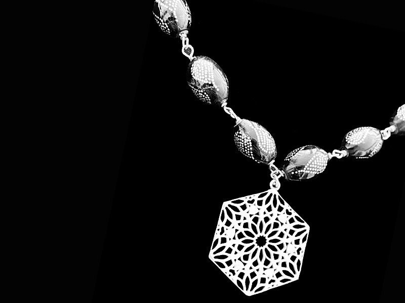YOUSOR NECKLACE WITH SMALL HEXAGON