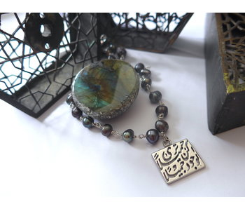 STONE WIRE NECKLACE WITH KUN JAMEELAN PENDANT