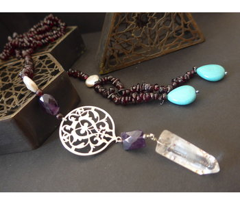 STONE TIE NECKLACE WITH FLORAL ARABESQUE TASSEL