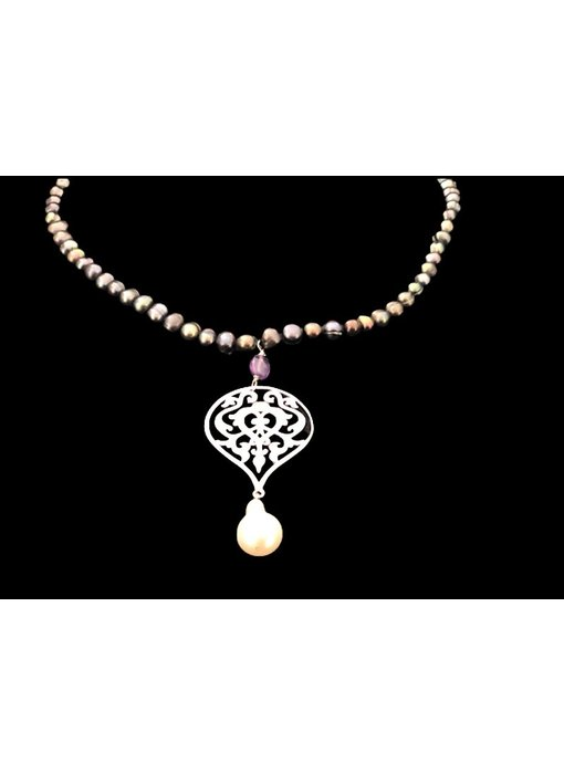 GREY PEARL NECKLACE WITH ARABESQUE & PEARL DROP