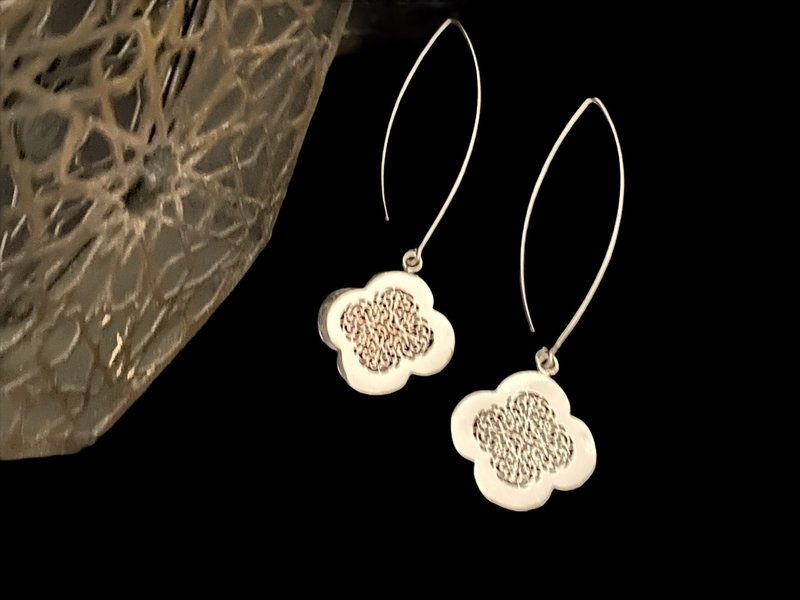 LARGE OVAL HOOK EARRINGS WITH SILVER CLOVER