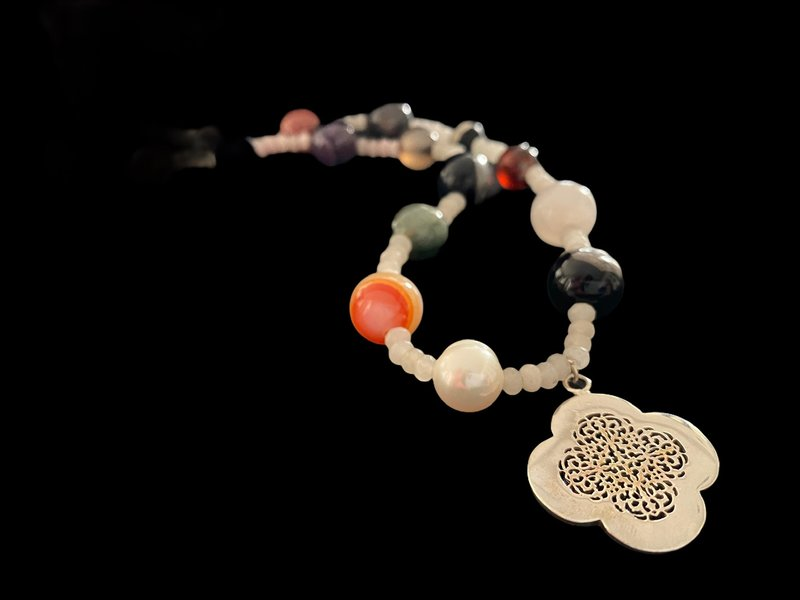 MIXED GEMSTONES WITH CLOVER