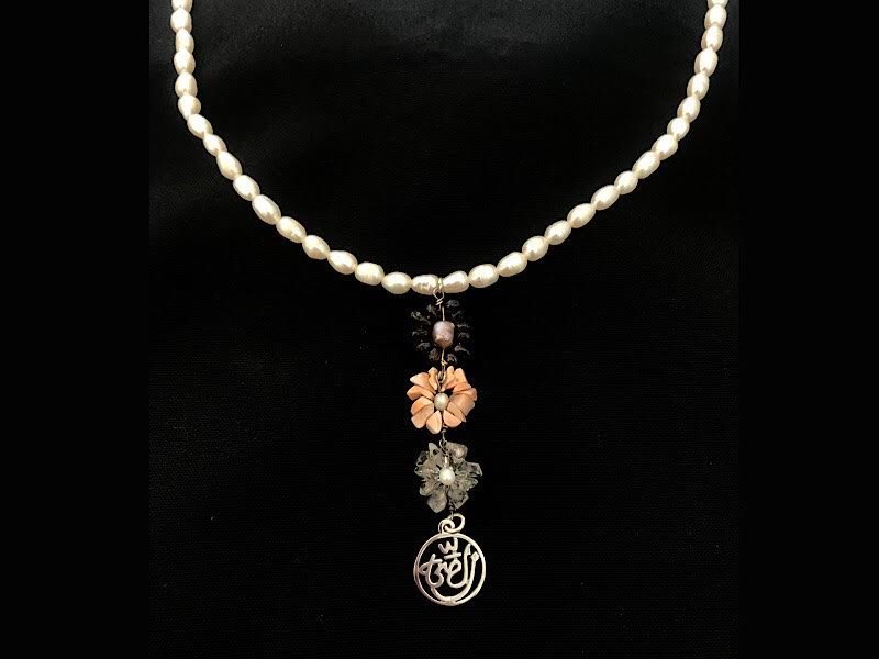 PEARL NECKLACE WITH 3 FLOWERS & SALAM WORD