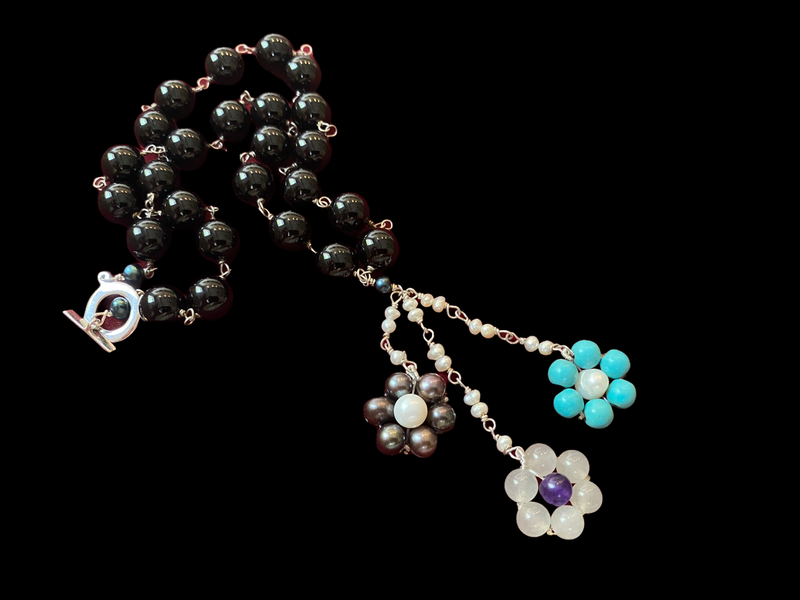 STONE WIRE NECKLACE AND FLOWER TASSEL