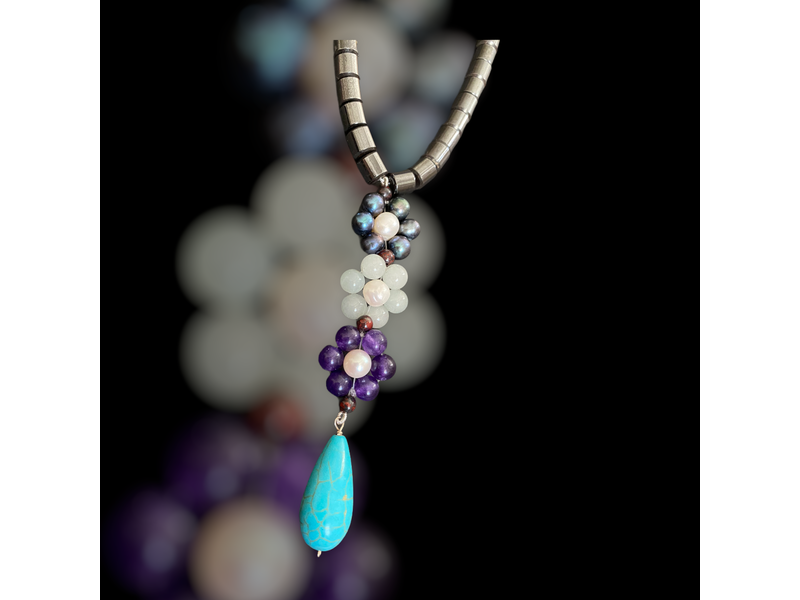 GEMSTONE NECKLACE WITH TRIPLE FLOWER DROP