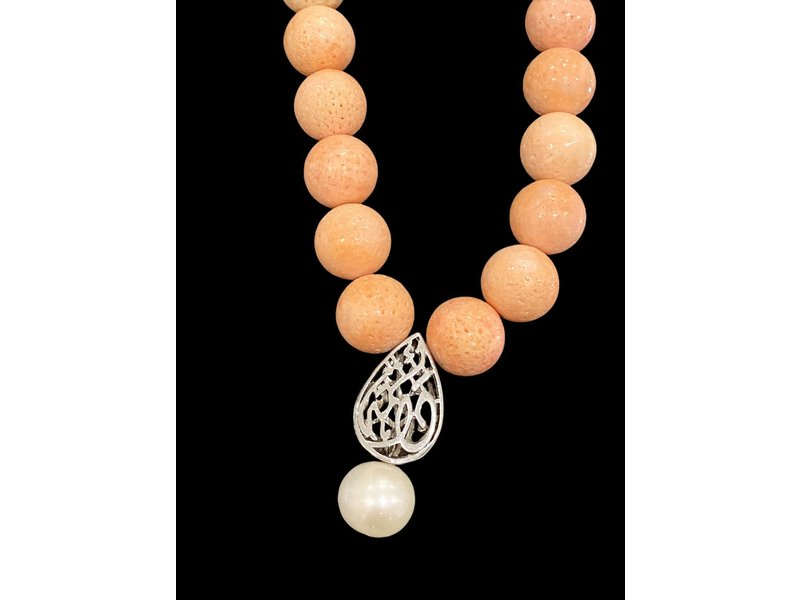 ALMOND NECKLACE WITH CORAL
