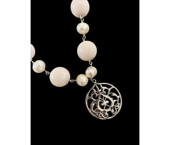CORAL NECKLACE WITH PEARL AND ARABESQUE DROP
