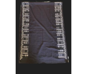 CHARCOAL SCARF WITH CREAM