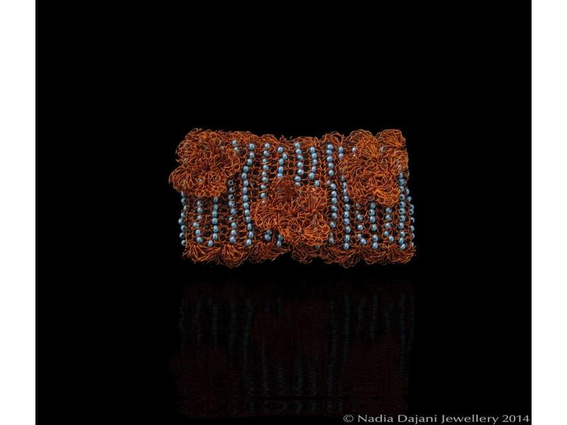 BEADED BRACELET WITH COPPER FLOWERS