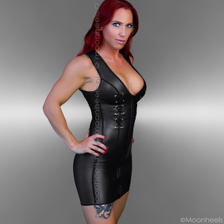 Kinky  dress neoprene (rubber) met lace-closure at the front