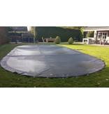 Zwembad afdeknet kleur zwart, voor een zwembad van 4x8 meter.
