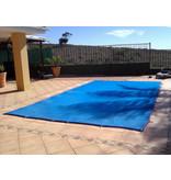 Zwembad afdeknet kleur blauw, voor een zwembad van 4x8 meter.