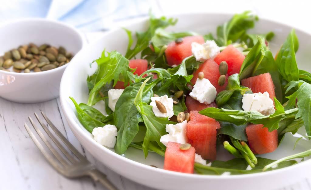 Salade met watermeloen en zaden