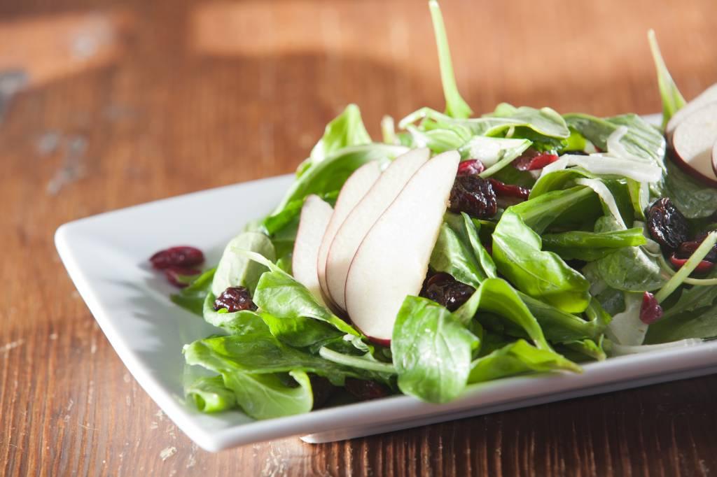 Cranberry salade met peer en jonge spinazie