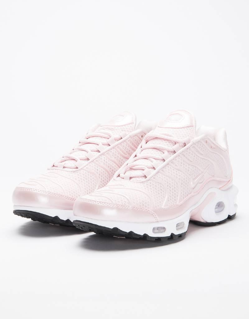 Nike women's air max plus premium barely rose/barely rose-black
