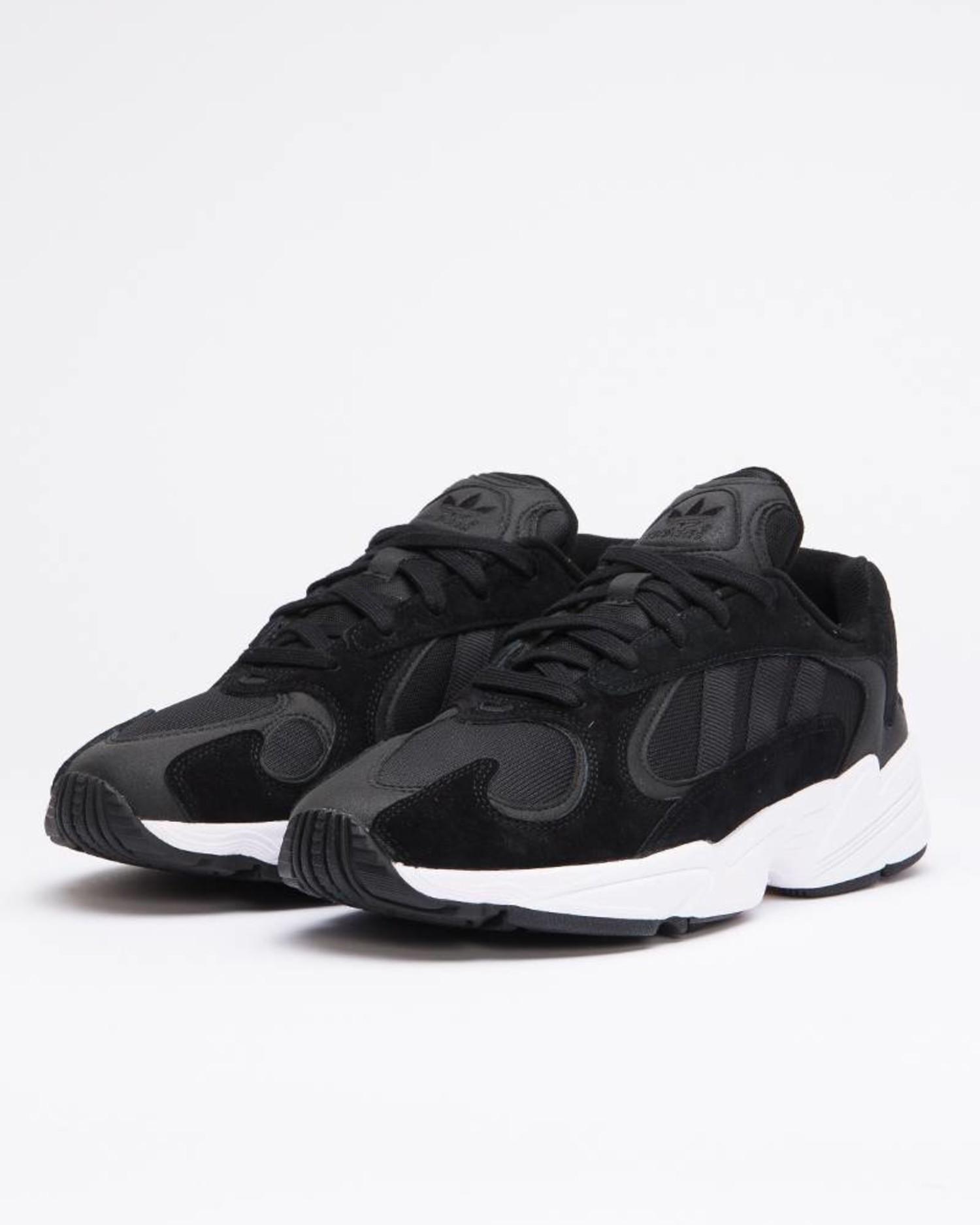 Adidas yung-1              cblack/cblack/ftwwht