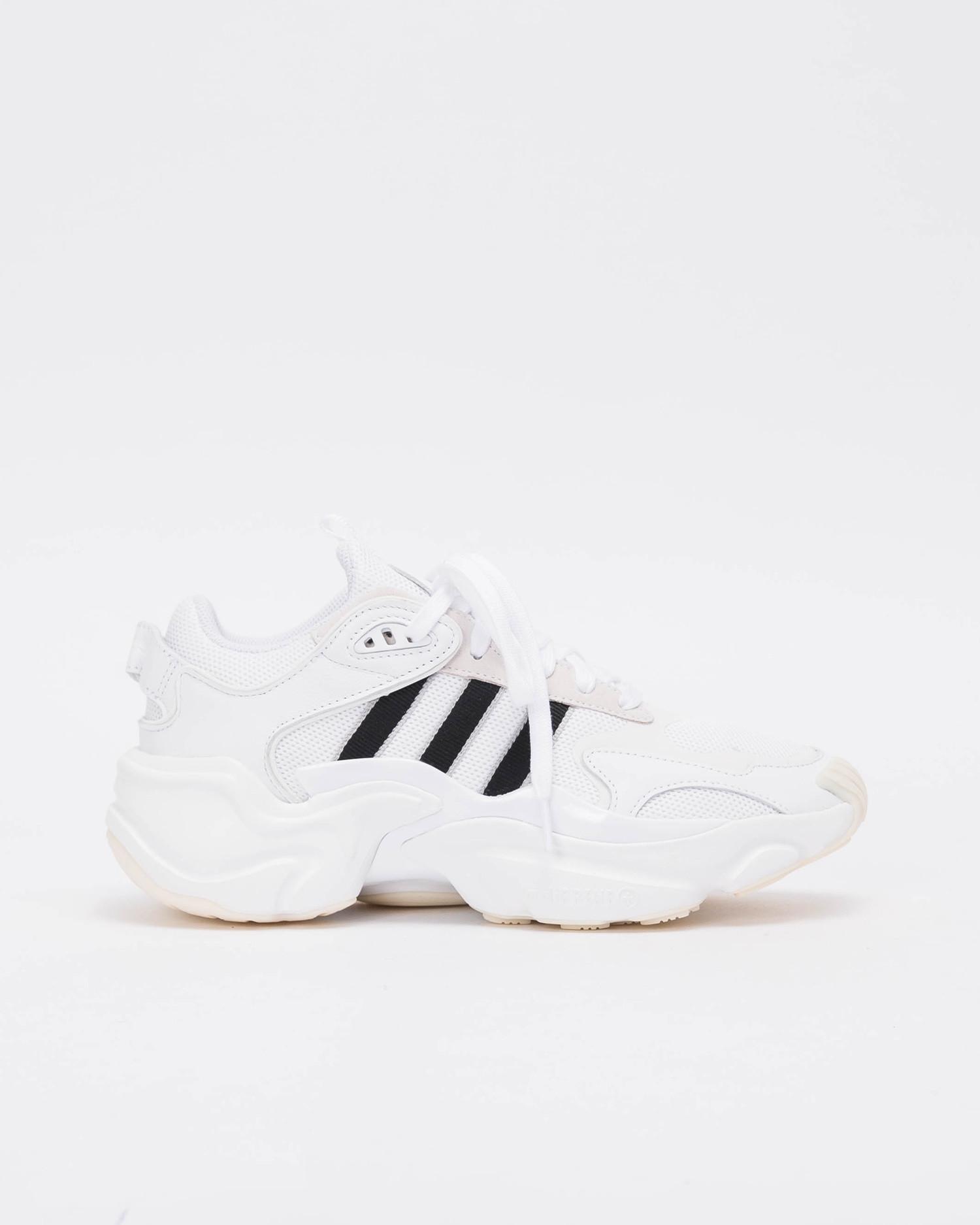 Adidas W Magmur runner Ftwwht/Cblack/Gretwo