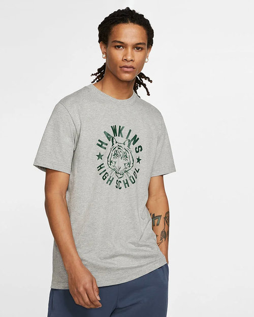 Nike Nike Stranger Things Shortsleeve Tee Dk grey heather/fir