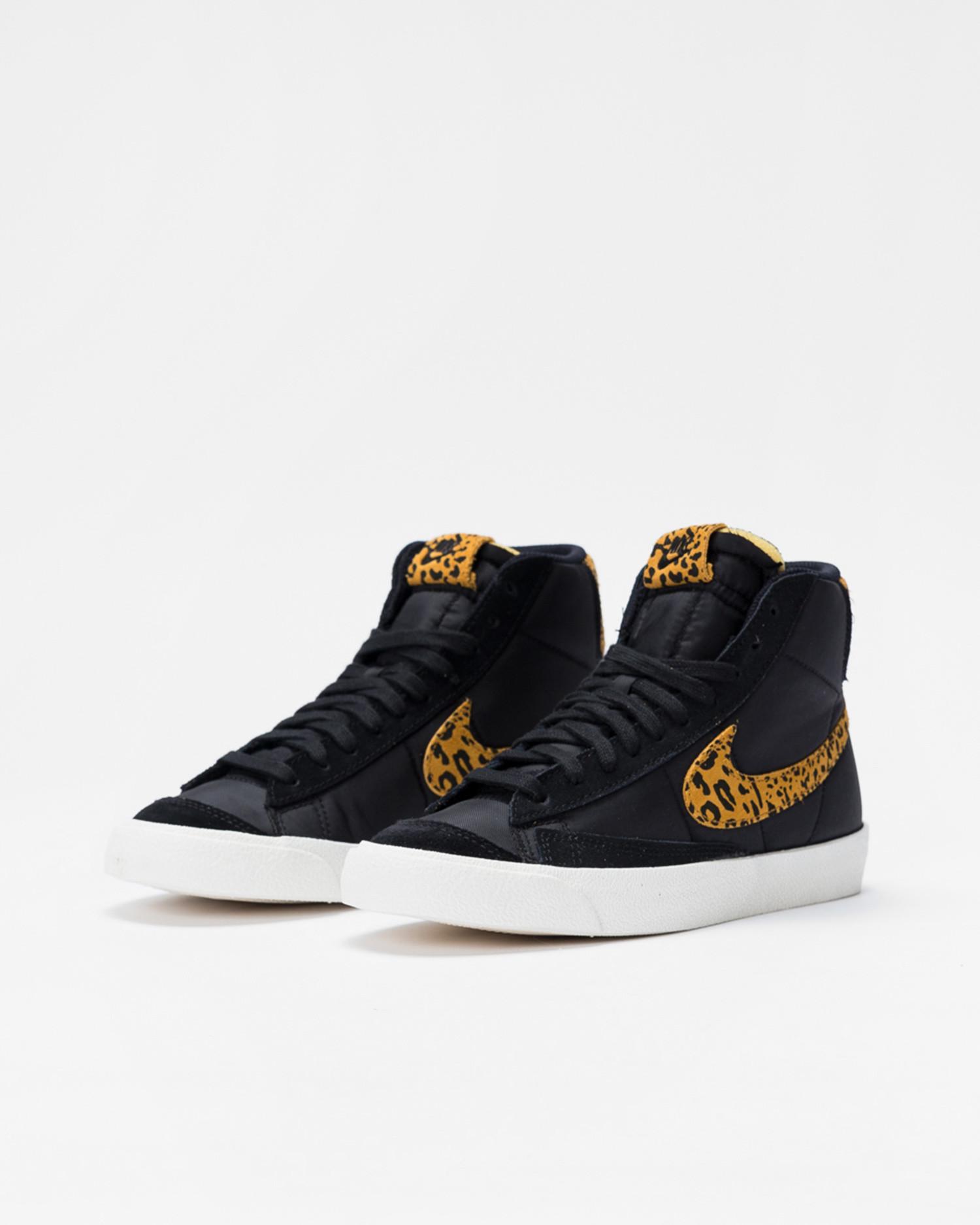 Nike Wmns Blazer mid '77 Black/chutney-sail