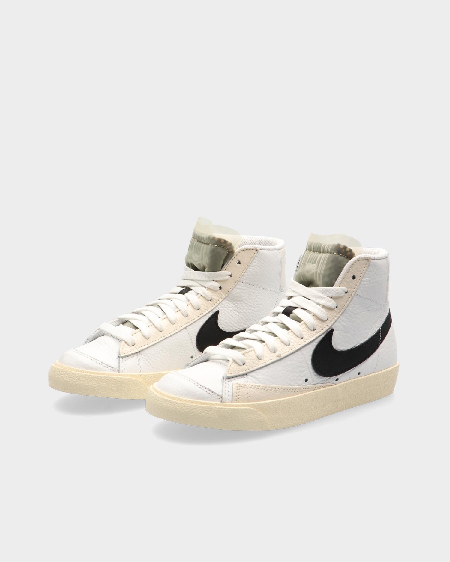Nike Blazer Mid '77 Summit White/Black-Pale Ivory-Beach