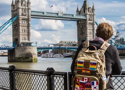 So nähen Sie die Flaggen an Ihrem Rucksack
