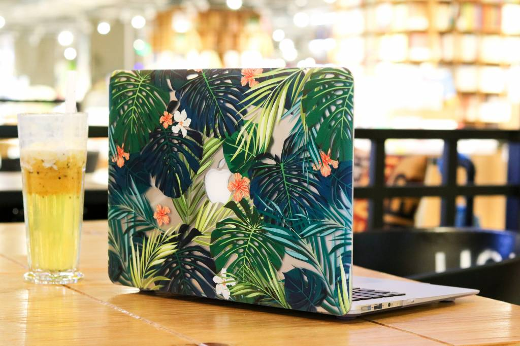 Lunso Lunso Tropical Orange cover hoes voor de MacBook Air 13 inch (2018)