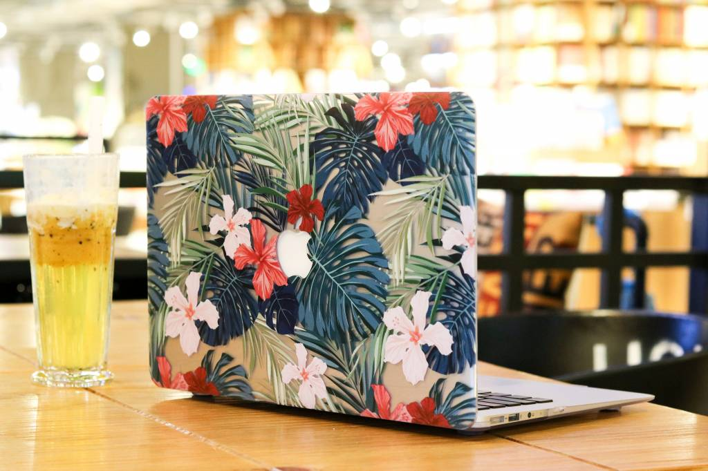 Lunso Lunso Tropical Red cover hoes voor de MacBook Air 13 inch (A1932/A1989)