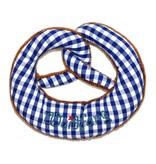 Nyani Babyrassel in Form einer Breze in blau kariert und Plüsch