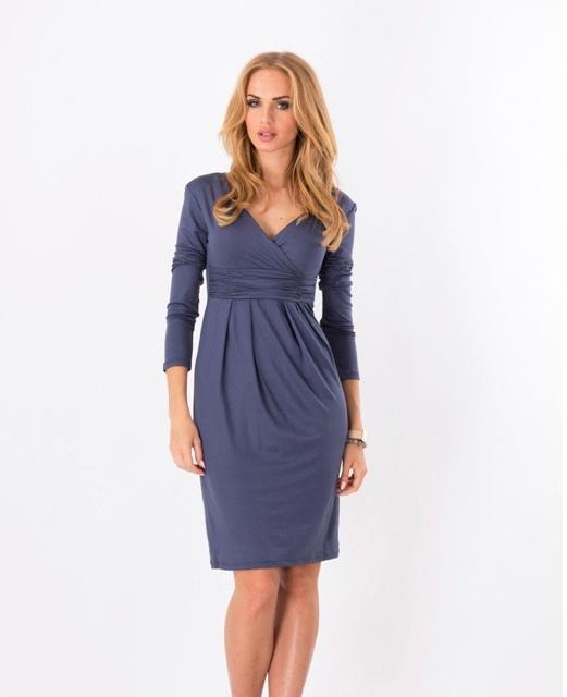 dunkelblaues, festliches Umstandskleid mit Stillfunktion und Stillkleid