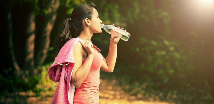 Water drinken tijdens het sporten