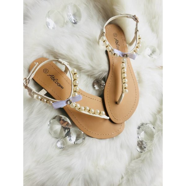 Pearl sandals white