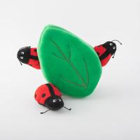 Verstopspeeltje - Lieveheersbeestjes in blad