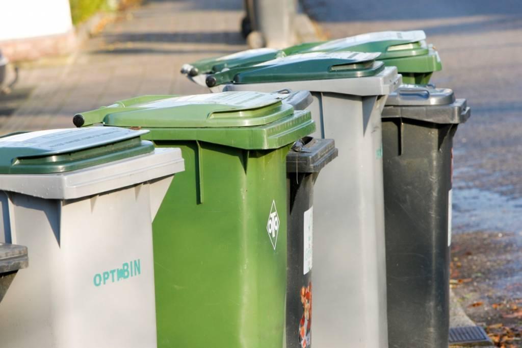 Afvalbakken, zakken en (rol)containers