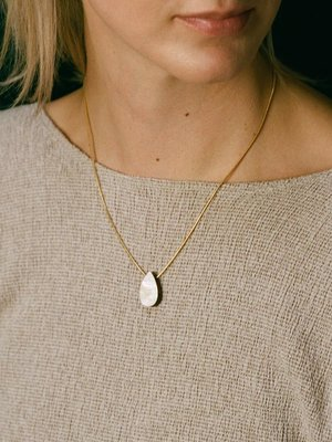Wolf & Moon Wolf & Moon Raindrop Necklace Mother of Pearl