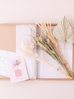 Flora Ray Dried Flower box - nude neutrals