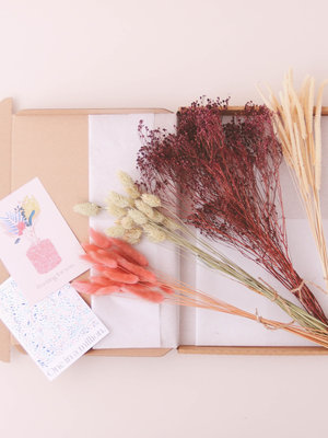 Flora Ray Dried Flower box - Spring hues