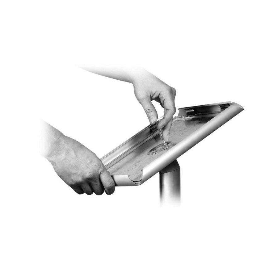 Showroomstandaard met A3 kliklijst aluminium