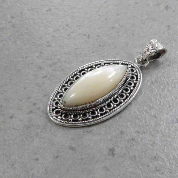 Lima parelmoer kettingbedel - 925 sterling zilver